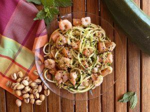 espaguetis de calabacín con pesto de pistachos. Nutrición con Q